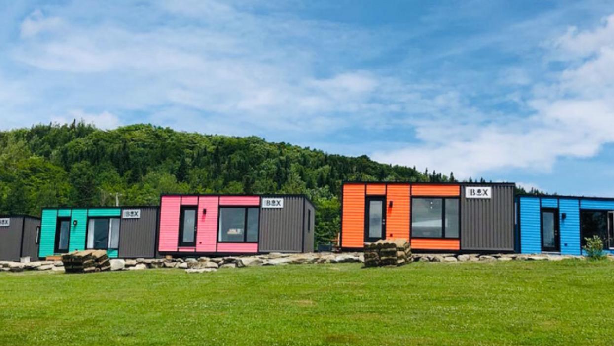 Domaine du radar : Tu peux dormir dans ces adorables « Coolbox » colorées à seulement 1h de Québec