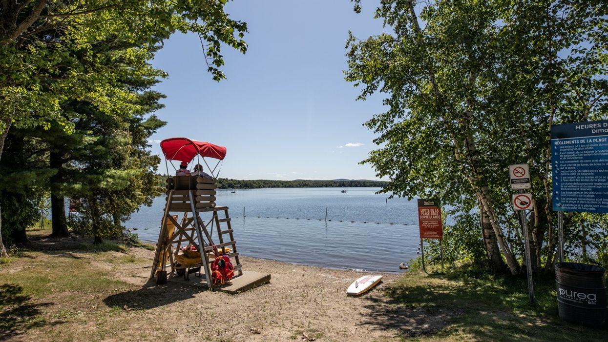 COVID-19 : Les piscines et plages à Sherbrooke ferment à cause d'un sauveteur positif