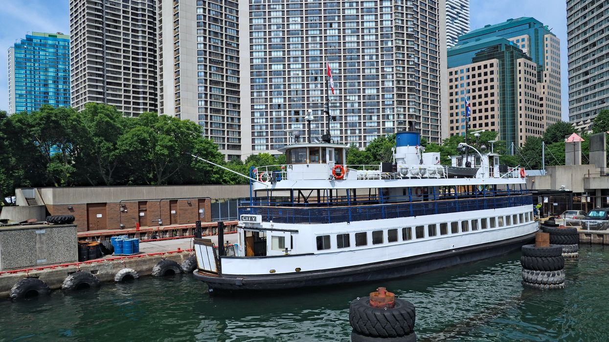 Toronto Islands Crowded Ferry Photos From This Month Show Boats Filled With People