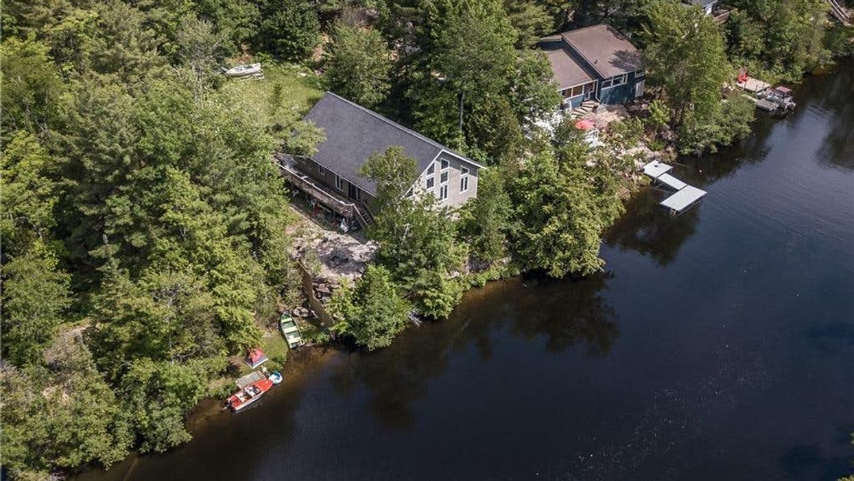 Ontario Cottage For Sale Is Massive & It's Selling For Less Than A Toronto Condo