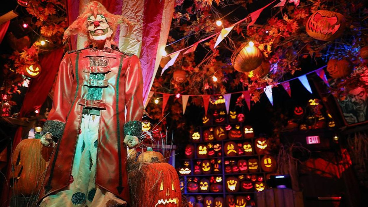 Universal Orlando Has Officially Opened Its Own Spooky Halloween Store (PHOTOS)