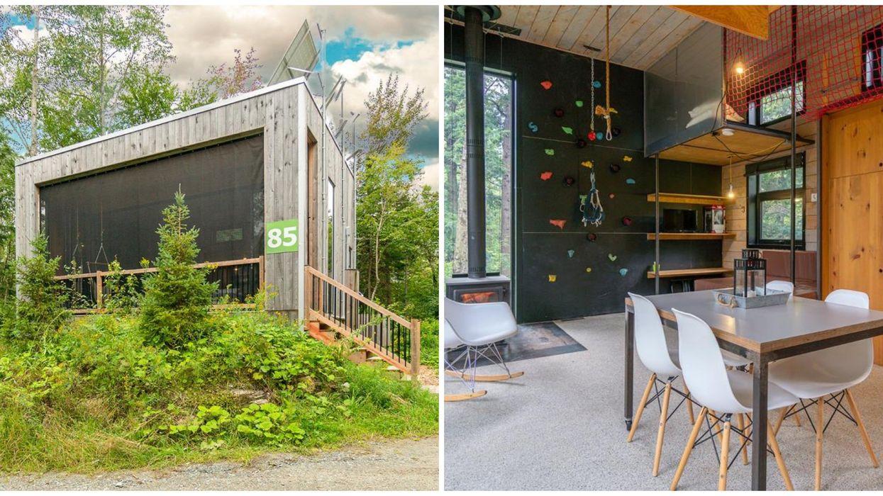 Ce chalet de type « tiny house » à vendre en Estrie a son propre mur d'escalade intérieur