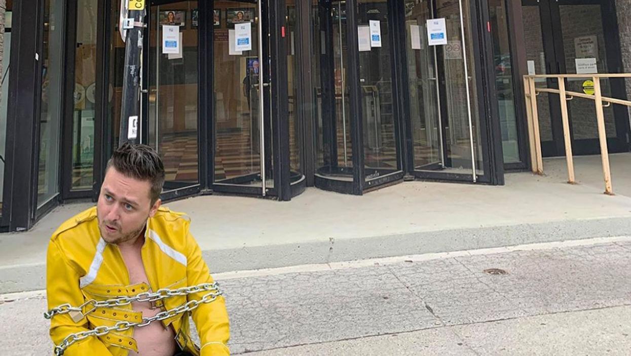 Karaoké interdit au Québec: Ce Québécois s'enchaîne devant TVA pour revendiquer sa cause