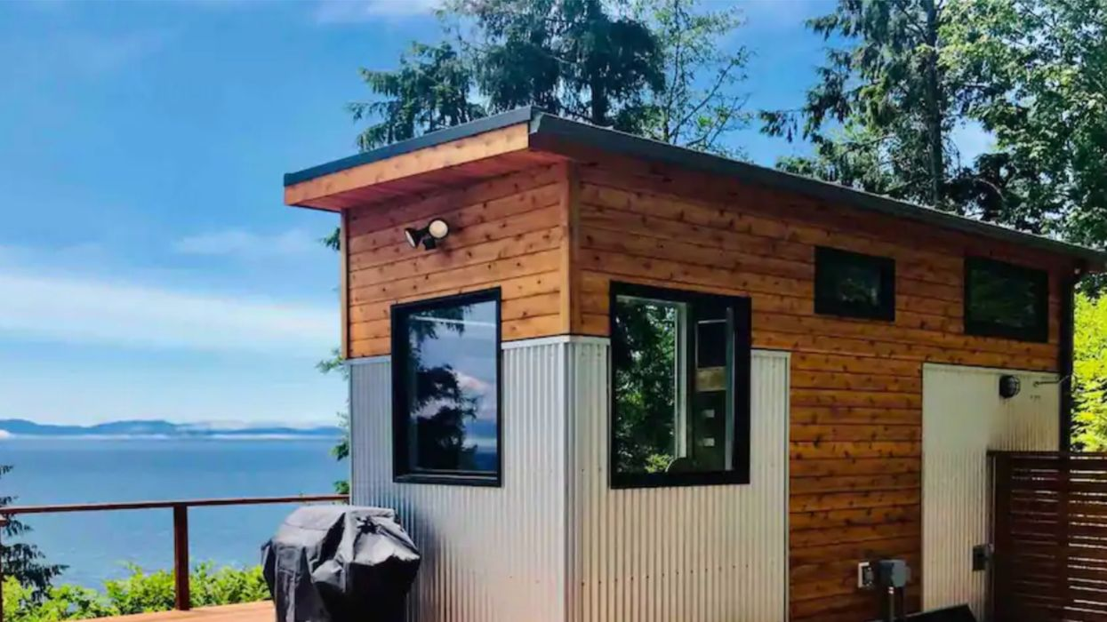 Vancouver Island Tiny House Airbnb Is Perfect If You Love The Ocean More Than Your S/O