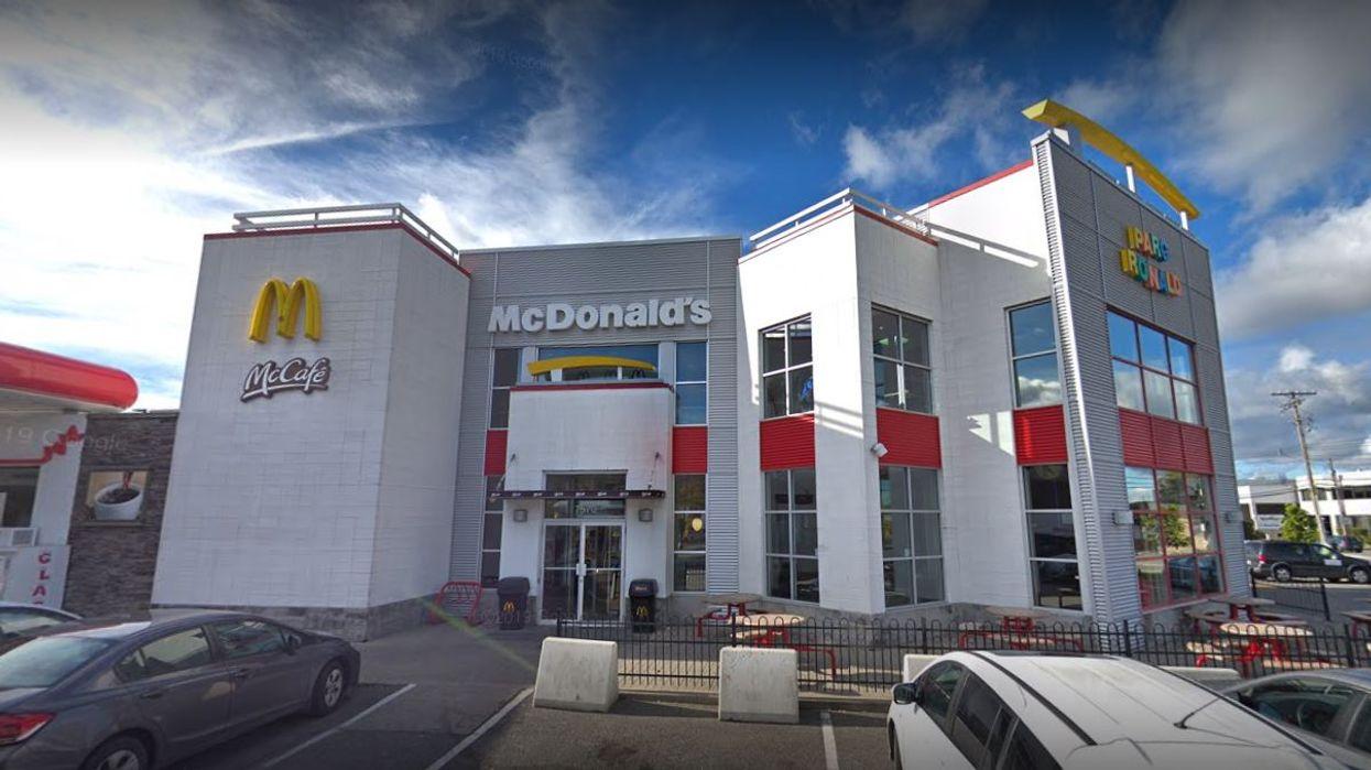 Le McDonald's Décarie à Montréal doit fermer puisqu'un employé a contracté la COVID-19