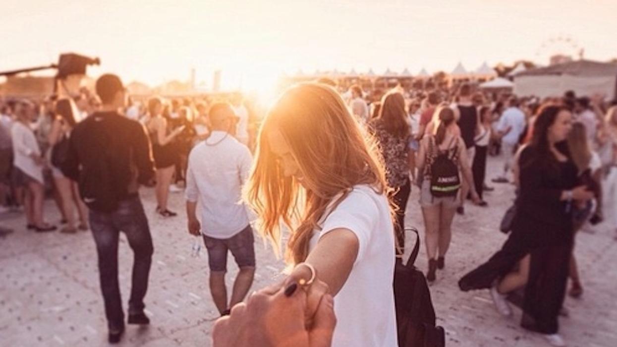 13 raisons pourquoi tu veux sortir avec la fille de party