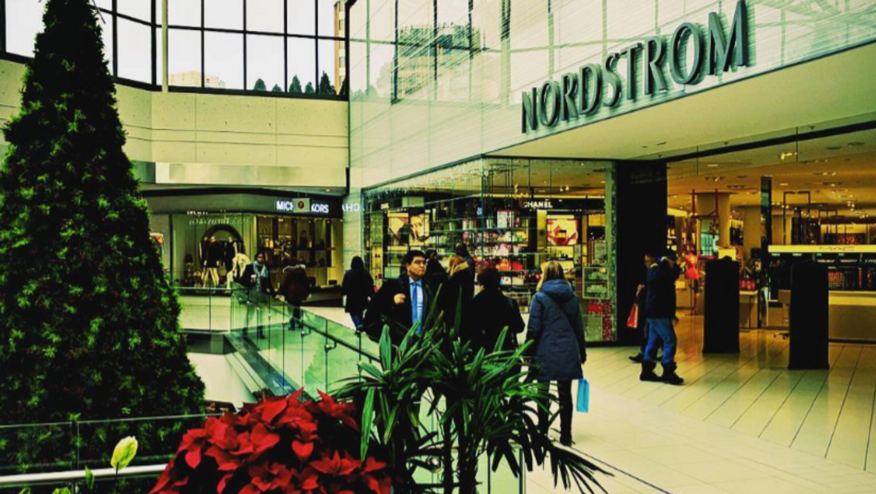 39 Thoughts Every Last-Minute Christmas Shopper Has At The Rideau Centre