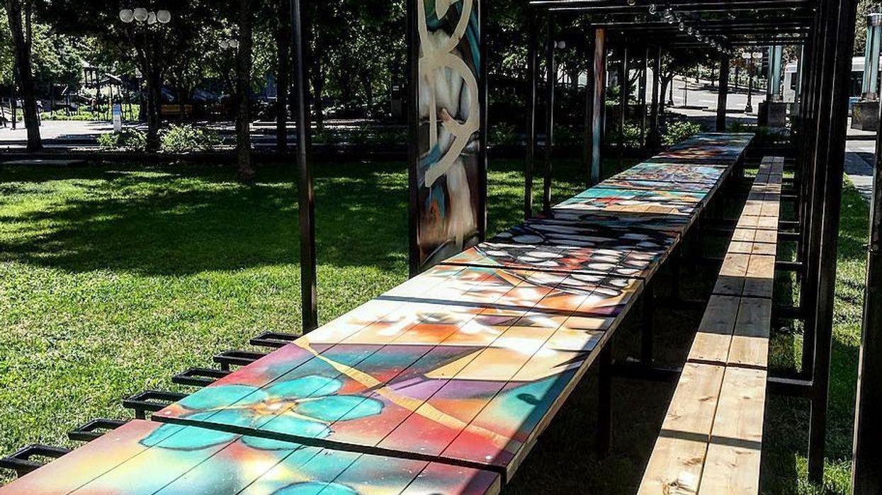 La table à pique-nique géante où tu dois aller manger cet été!