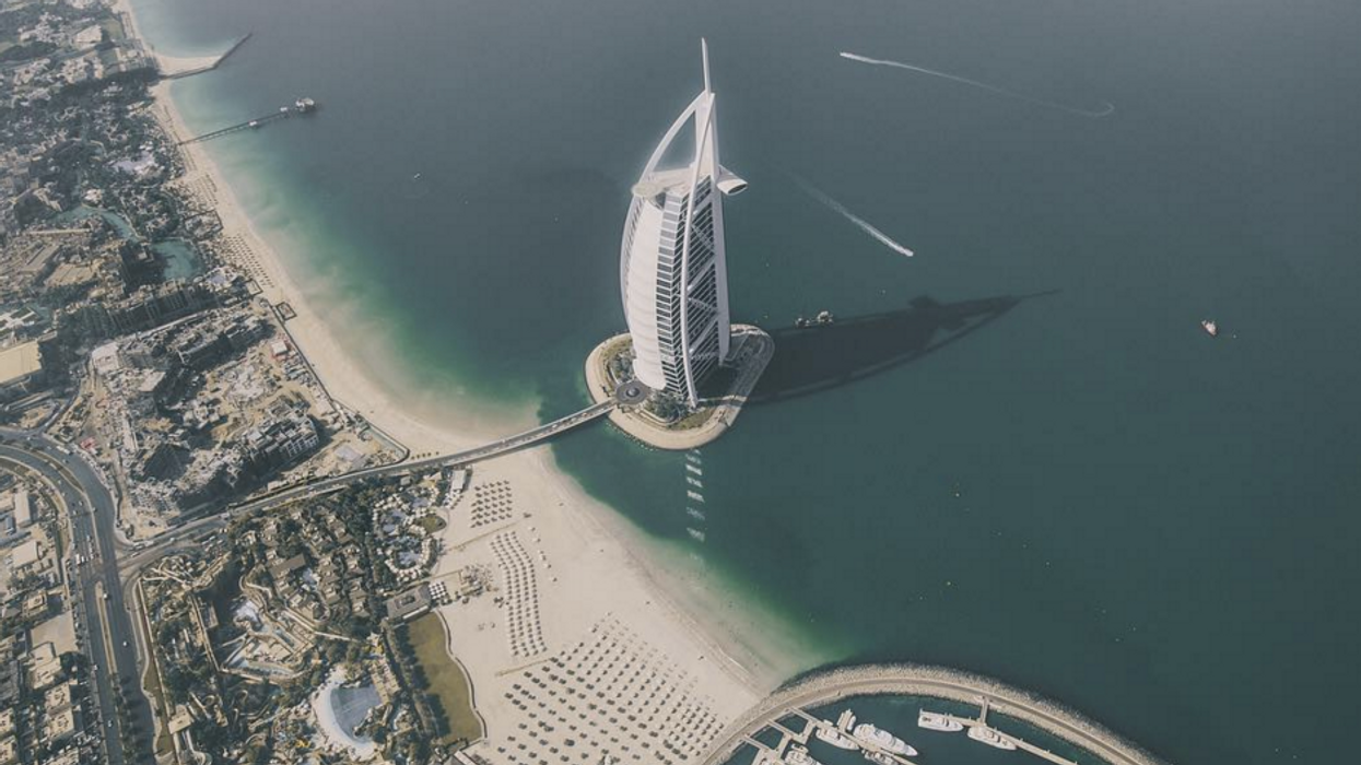 These Are The Most Incredible Airplane Views Of The World's Biggest Cities