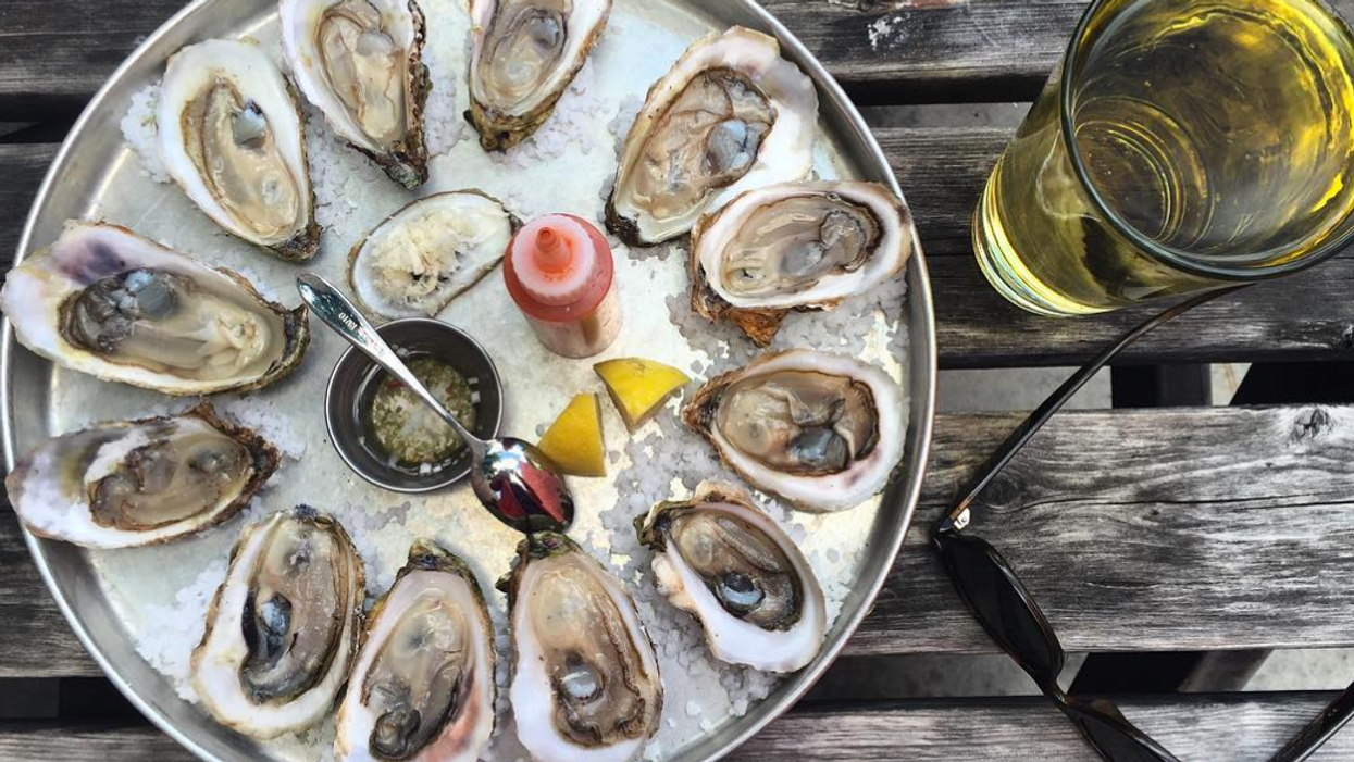 8 Places You Can Get $1 Oysters In Toronto