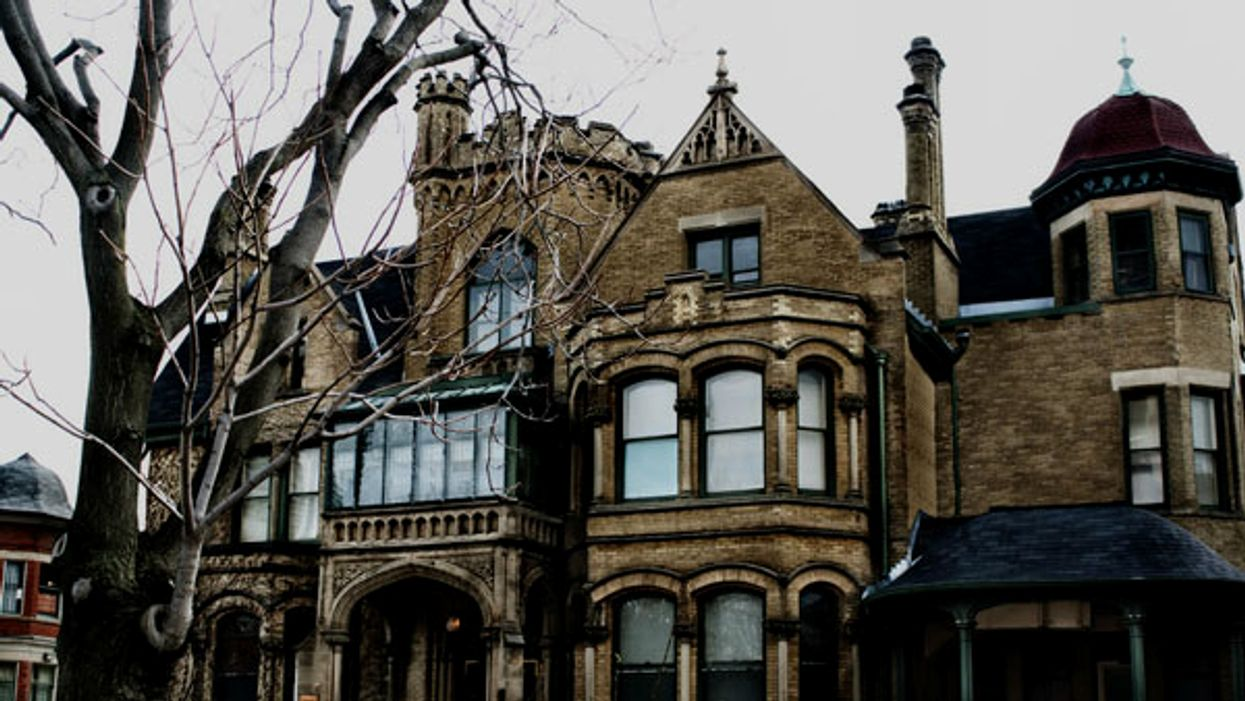 11 Allegedly Haunted Restaurants You Can Dine At In Ontario