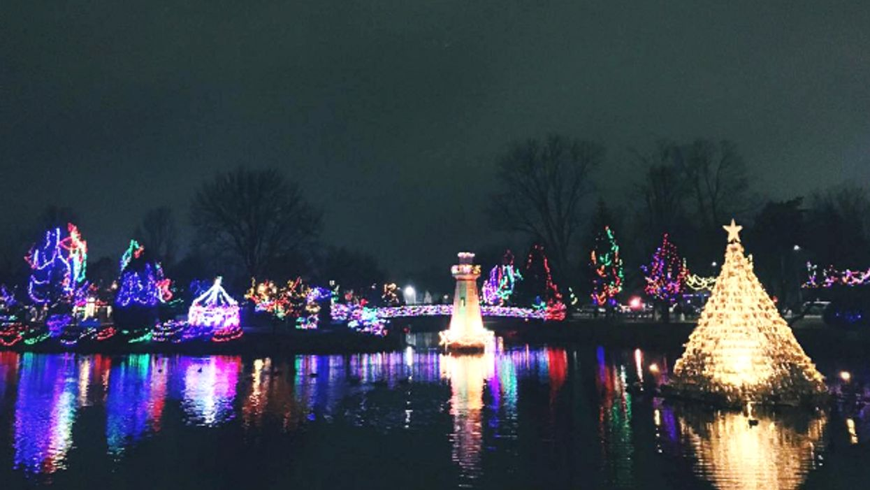 """This Ontario Town Will Be Transformed Into A Spectacular """"City Of Lights"""" For The Holidays"""