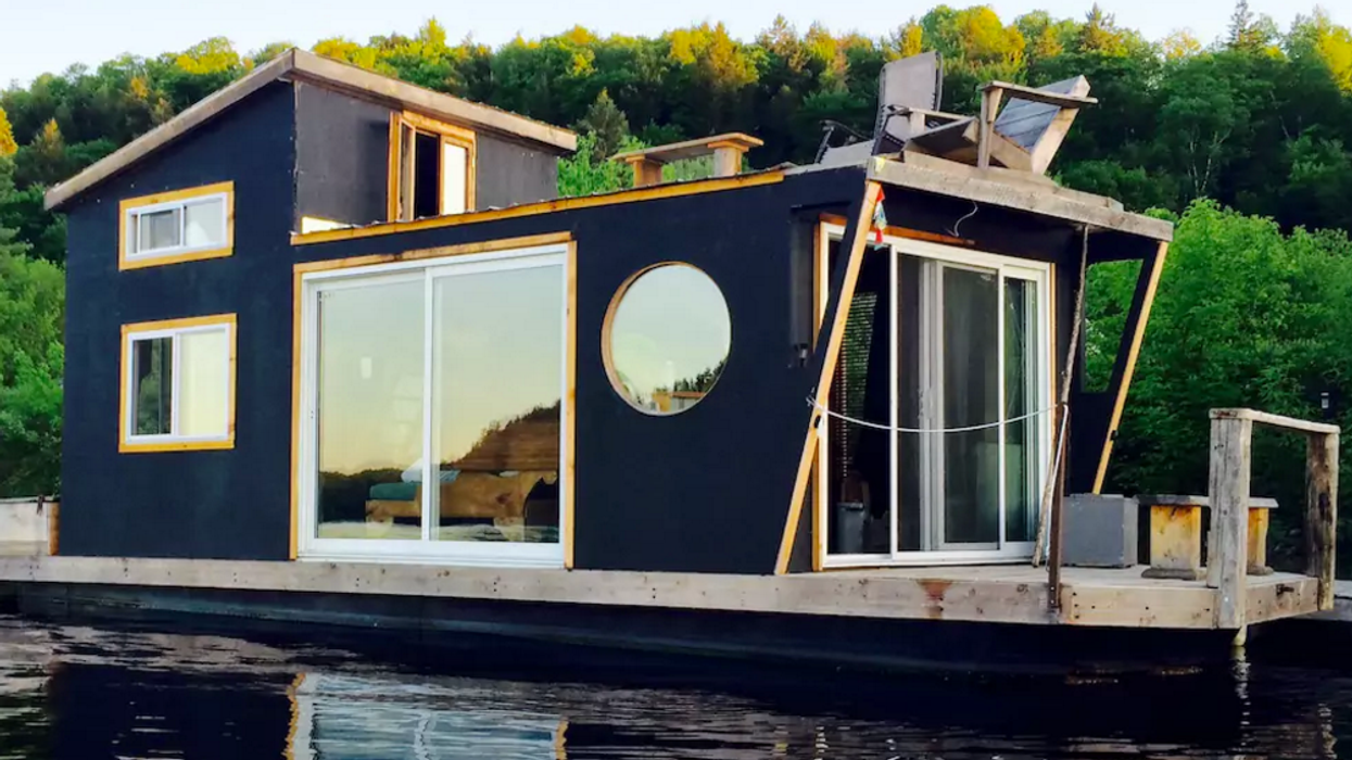 This Ontario Houseboat Is The Perfect Place For Your Next Escape