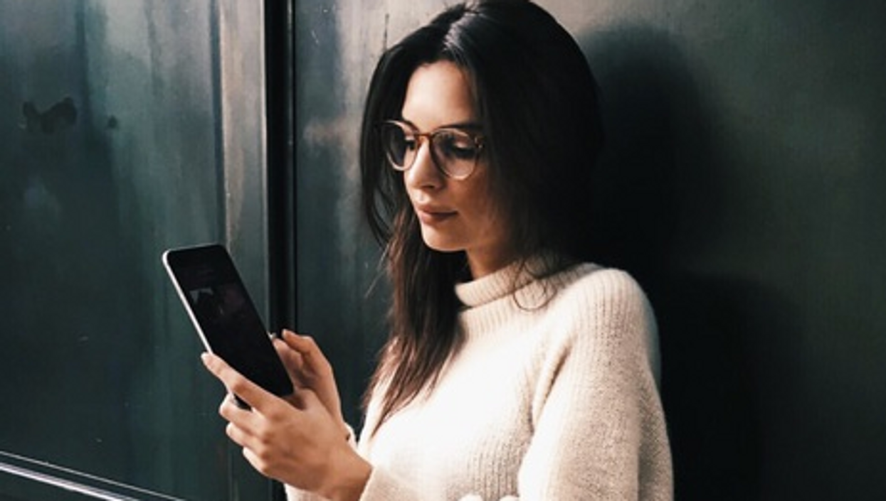20 Thoughts Every Vancouver Girl Has While Tindering