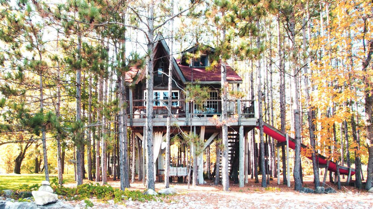 You Can Stay Overnight At This Incredible Treehouse In Ontario