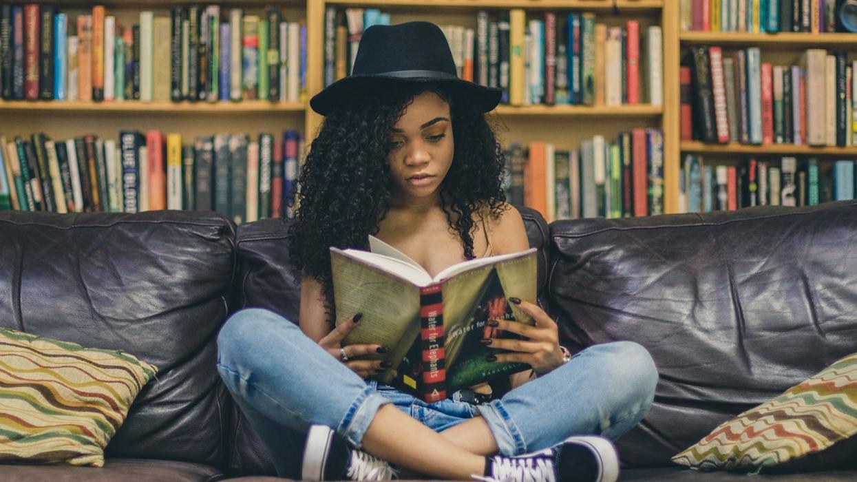 13 séries de livres de «filles» à lire absolument pour te divertir