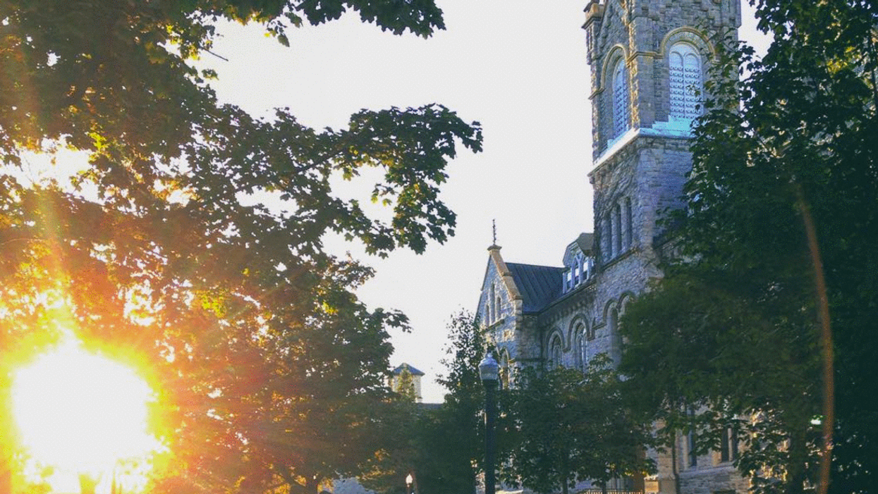 25 Thoughts Every Queen's Student Has Walking Through Campus