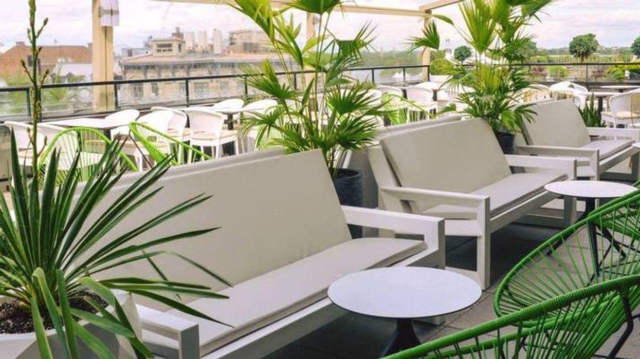 La nouvelle terrasse où tu vas vouloir passer ton été à Montréal