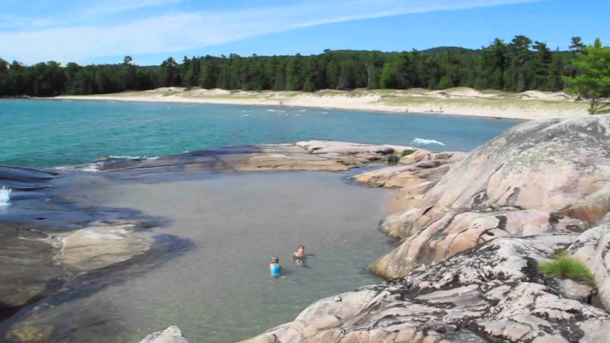 You Need To Check Out This Island In Ontario That's Like A Huge Bath Tub