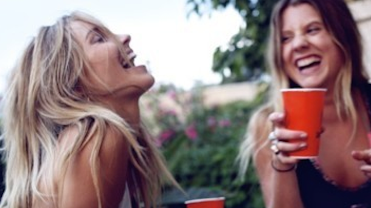 Le jeu vraiment drôle à faire entre amis avec un (ou 3) verre dans le nez