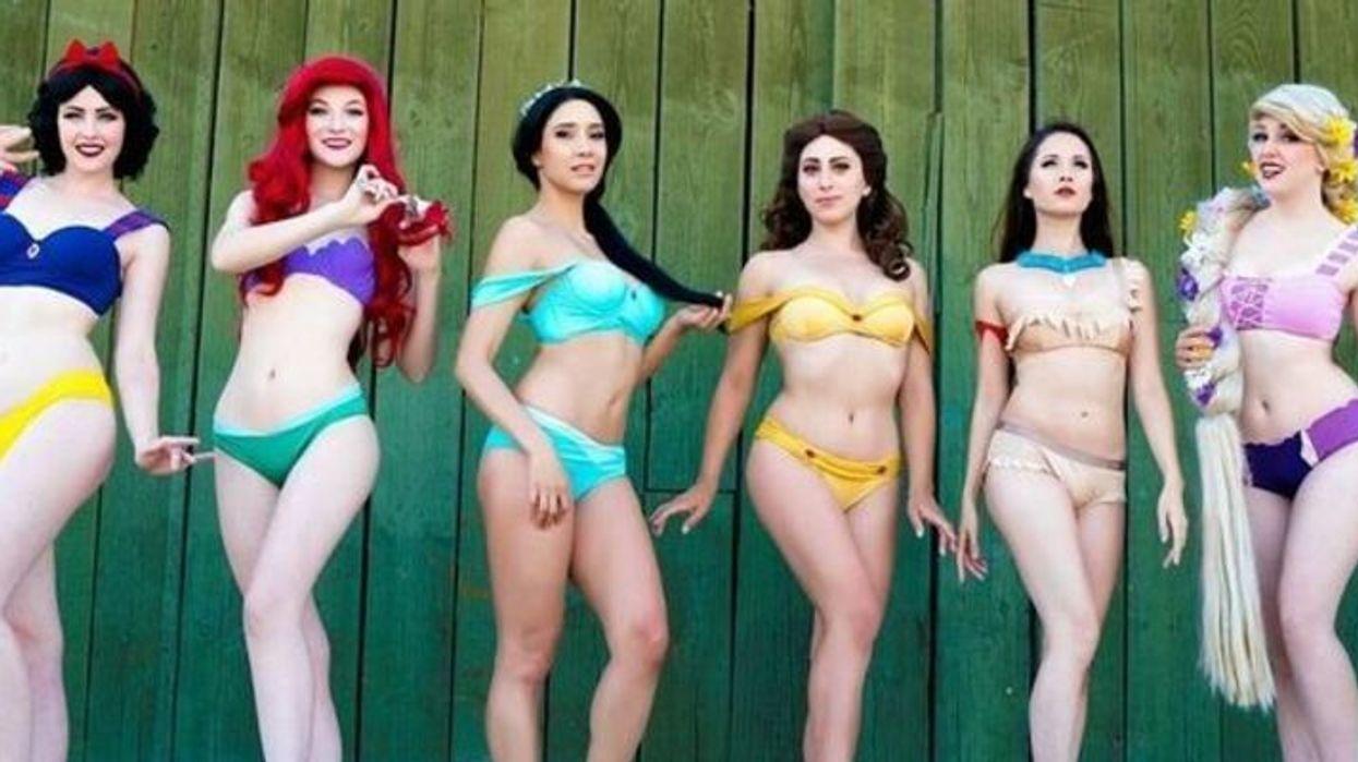 Il existe des costumes de bain Disney et tu dois mettre la main dessus