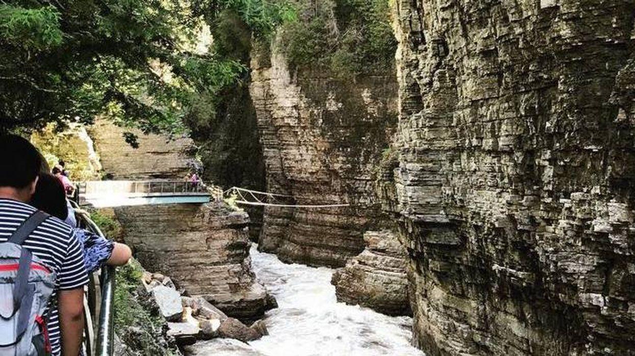 Ce FOU canyon se trouve à moins de 2h de Montréal et tu seras pas game d'y tester ton courage