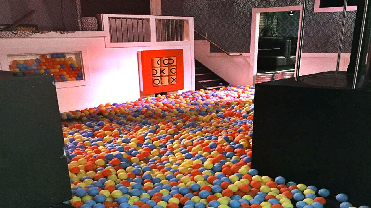 This Mansion-Themed Night Club In Barrie Throws The Coolest House Parties Ever
