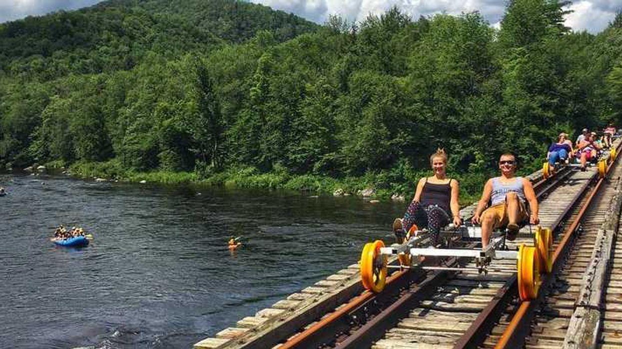 L'activité incontournable de l'été: le vélo en nature sur les rails de train à 2h de Montréal