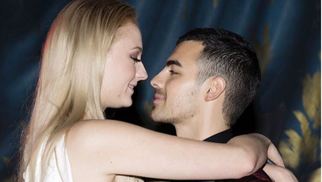 7 Celebrities Who Got Engaged At 21 Or Younger