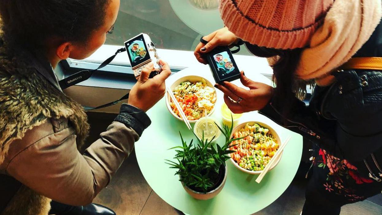 Une nouvelle place de poké te propose d'ajouter des Rice Krispies à ton bol