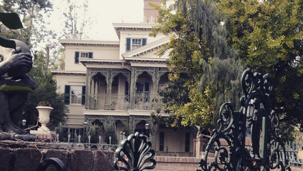 This Creepy Haunted Mansion Is Toronto's Best Kept Halloween Secret