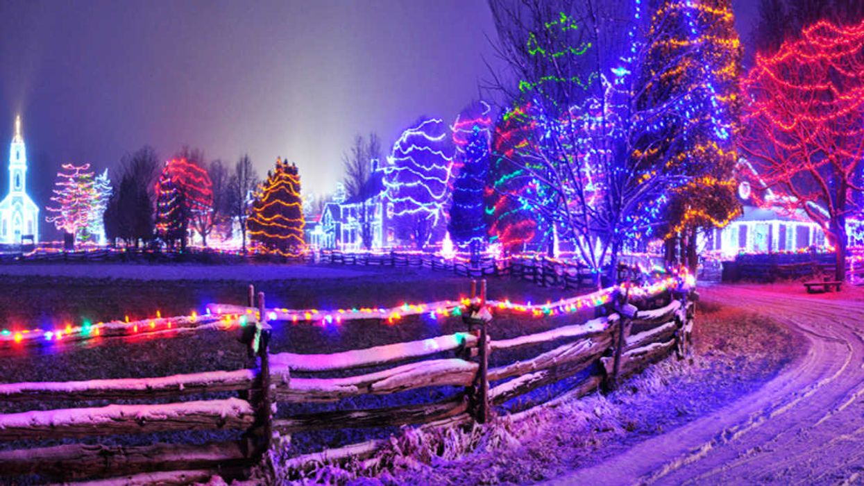 This 1-km Trail Takes You Through A Dreamy Christmas Village Of Lights In Ontario