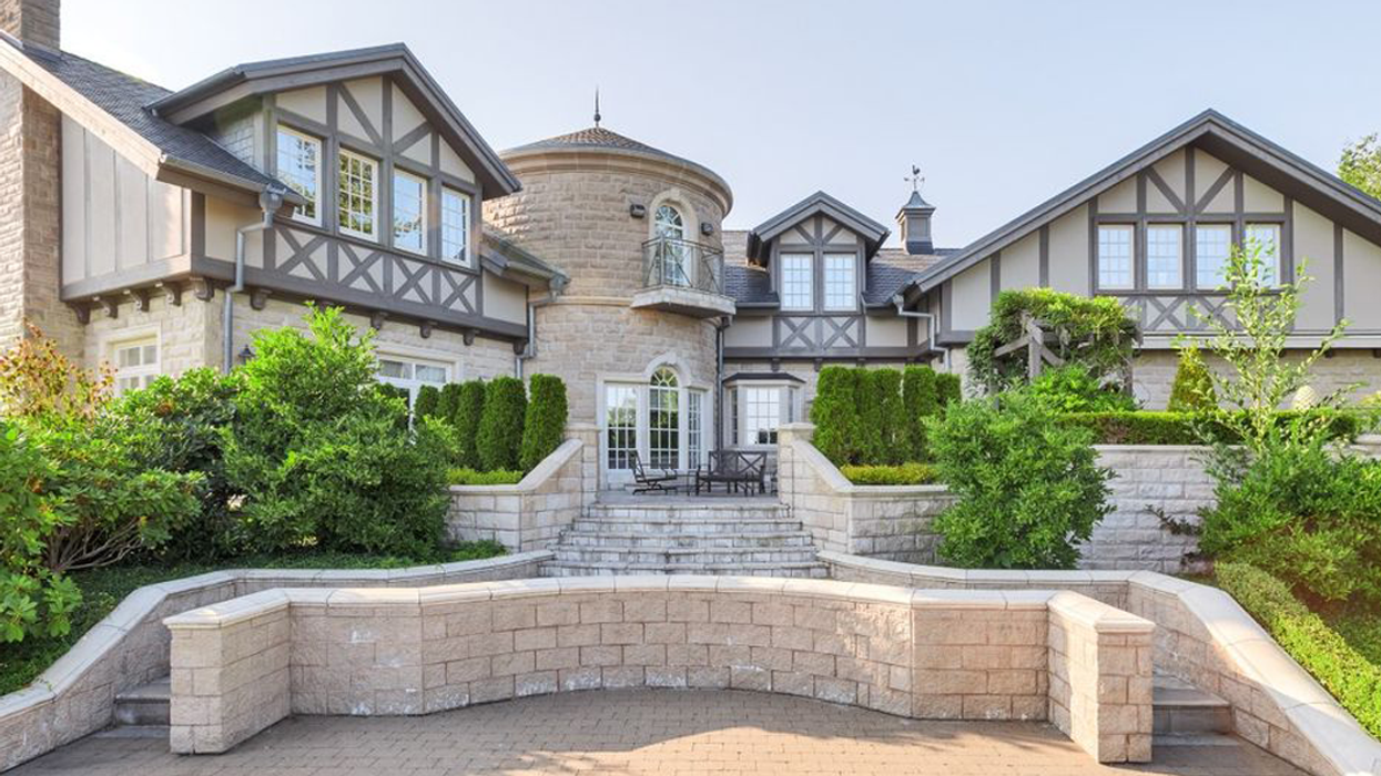 25 British Columbia Luxury Mansions You Can Rent For Christmas & New Years