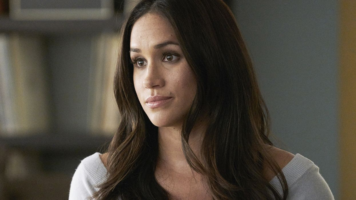 Meghan Markle Received An Apron As Her First Royal Gift And People Are Pissed