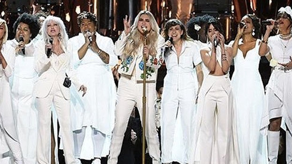 Kesha Just Brought The Entire Grammy's To Tears With Emotional 'Praying' Performance