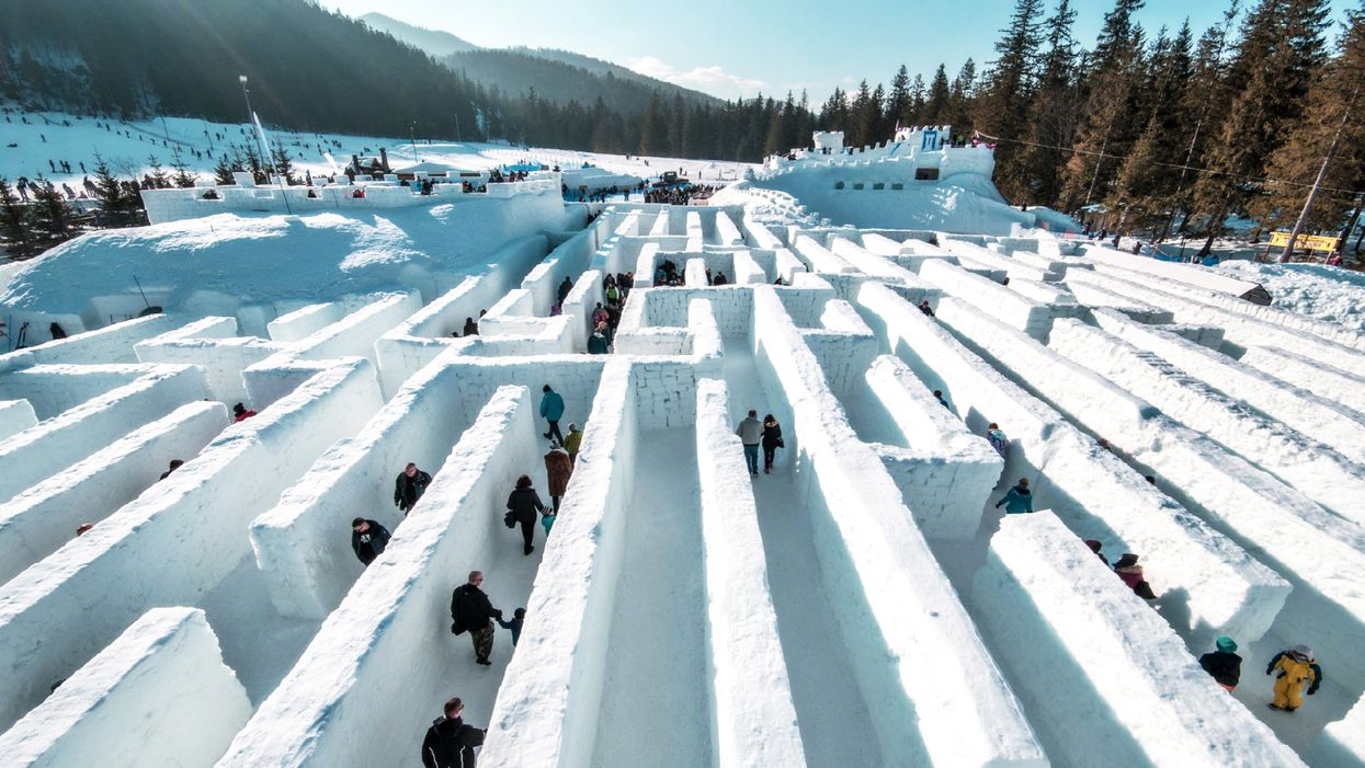 You Can Visit The World's Largest Snow Maze At This Ontario Town This Weekend