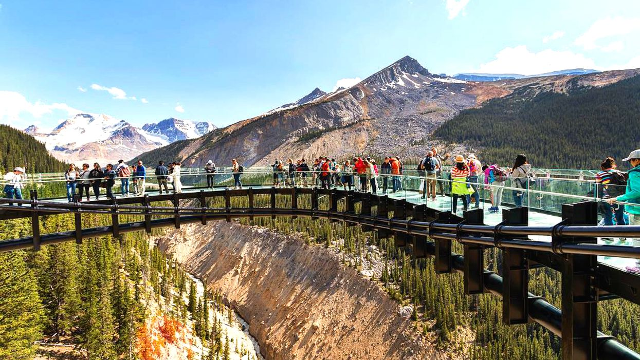 This Glass Walkway Hangs 1,000 Feet In The Air Over The Edge Of A Cliff In Canada