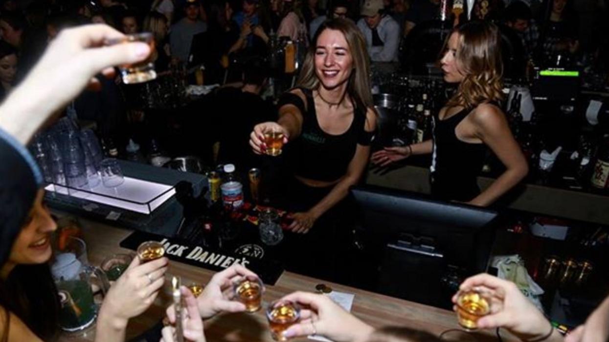 Un bar où boire des shots à 1$ va ouvrir à St-Jérôme et tu dois y aller