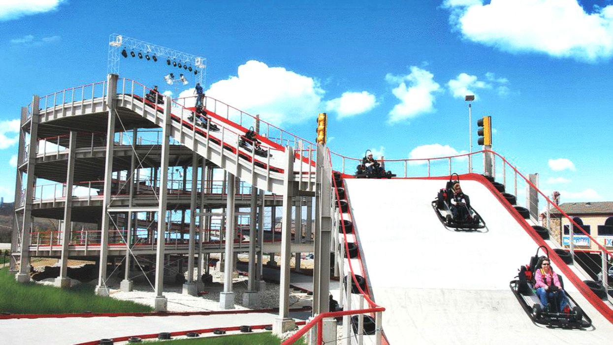 L'immense piste de go-kart « Mario Kart » sur 4 étages est officiellement ouverte à Niagara Falls