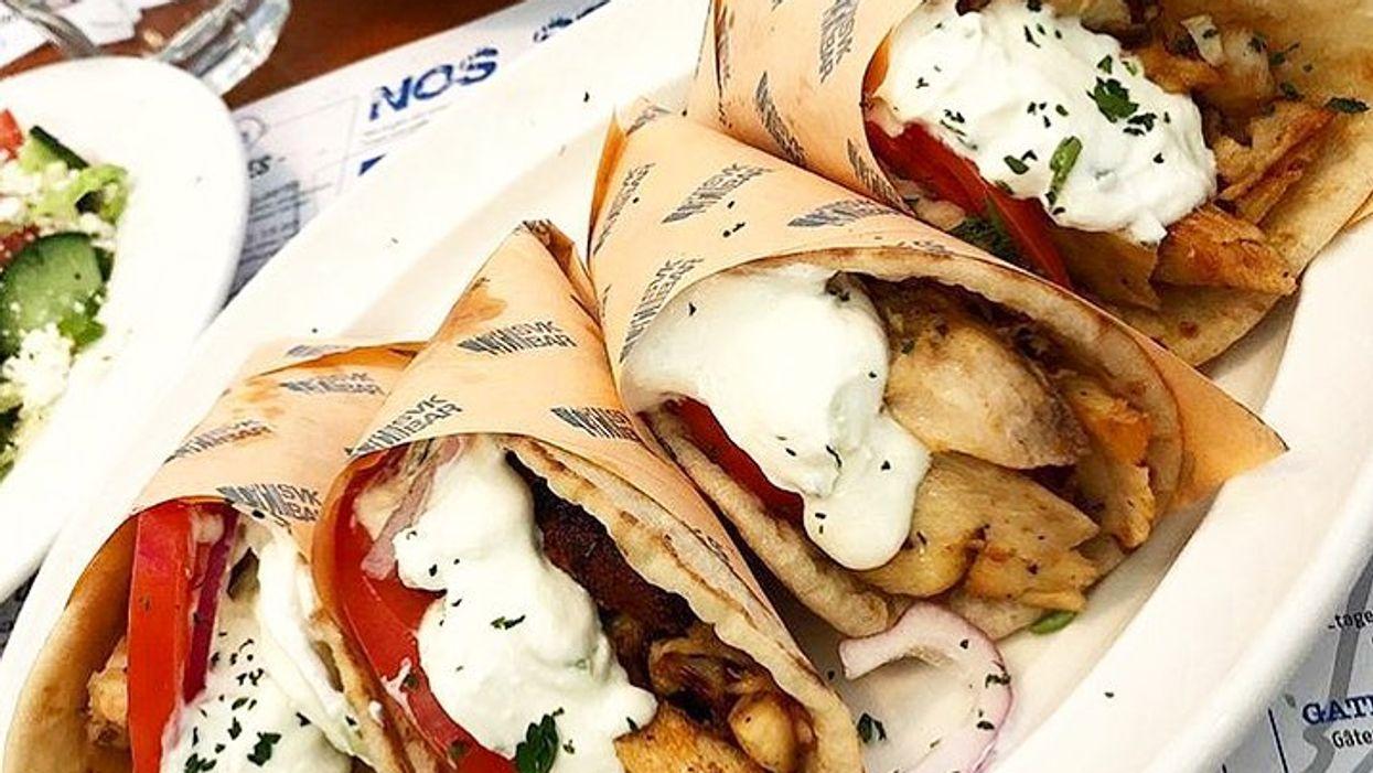 Ce restaurant grec de Laval et de Montréal sert des pitas à 2$ les jeudis