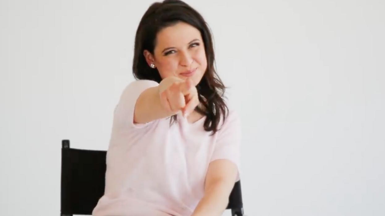 Karine d'Occupation Double fait une grosse annonce télé
