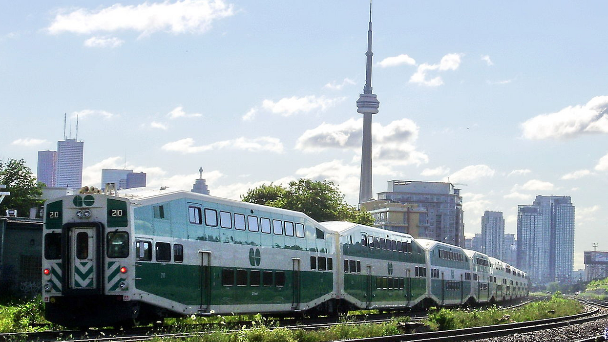 This Weekend's Heatwave Is Going To Mess Up The GO Train System, Here's How