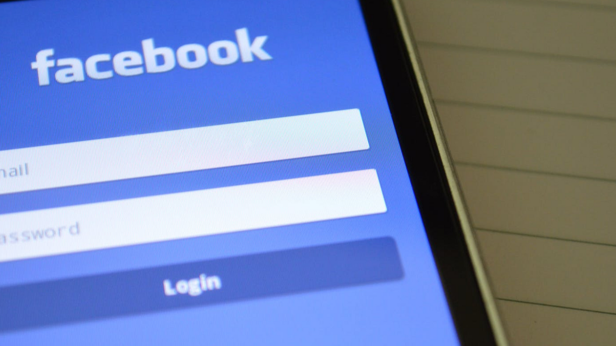 Here's The Best Reactions From Facebook Crashing Around The World