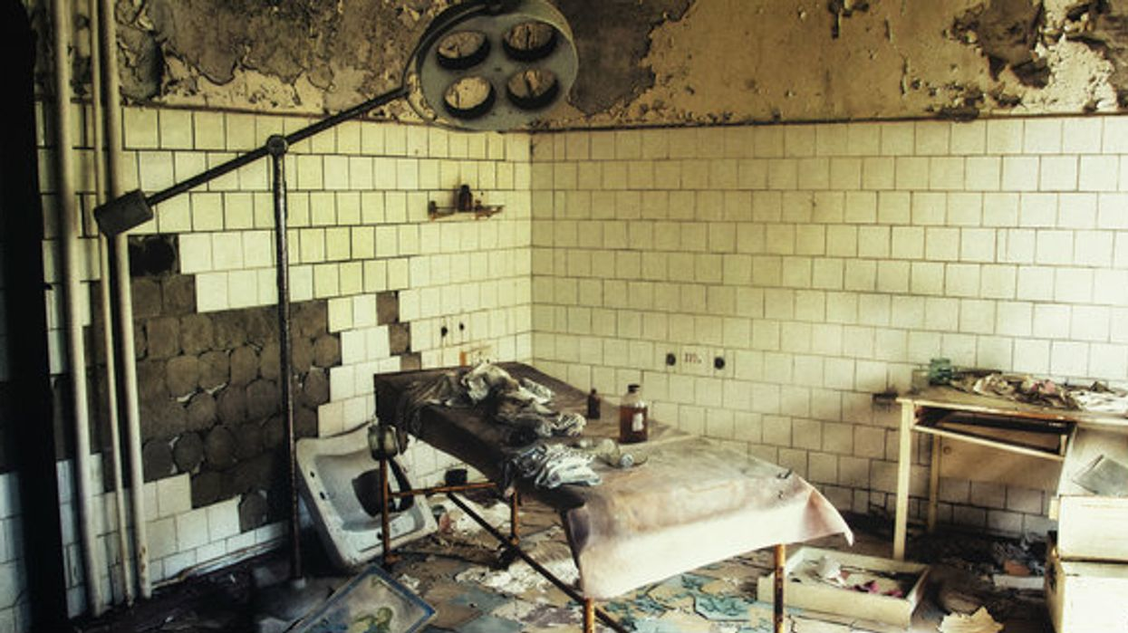 This Realistic New Escape Room In Toronto Locks You In An Abandoned Asylum And It's Terrifying