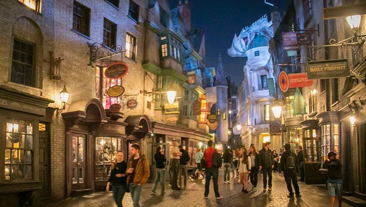 You Can Visit A Massive Wizarding World Of Harry Potter Near Ontario This Fall