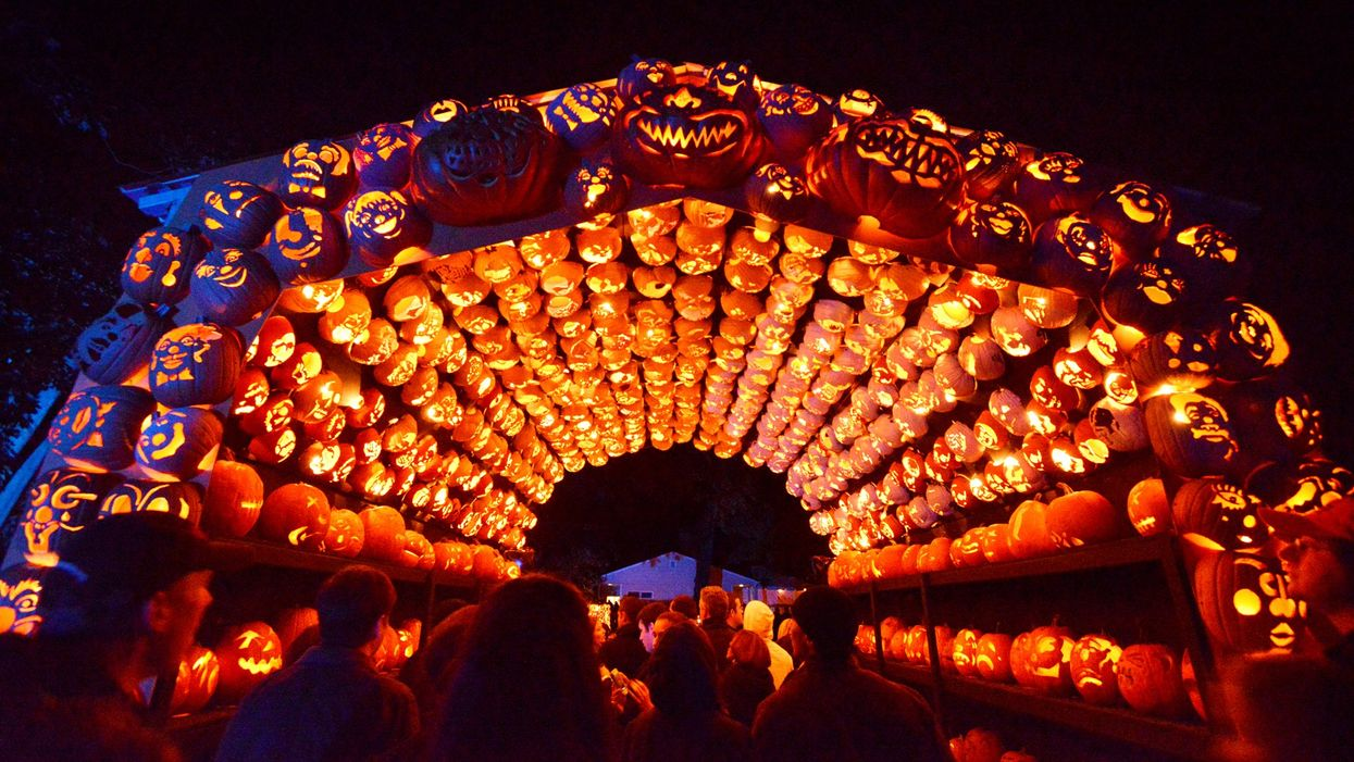 You Can Walk Through A Village Made Up Of Over 7,000 Glowing Pumpkins Near Ontario This Fall
