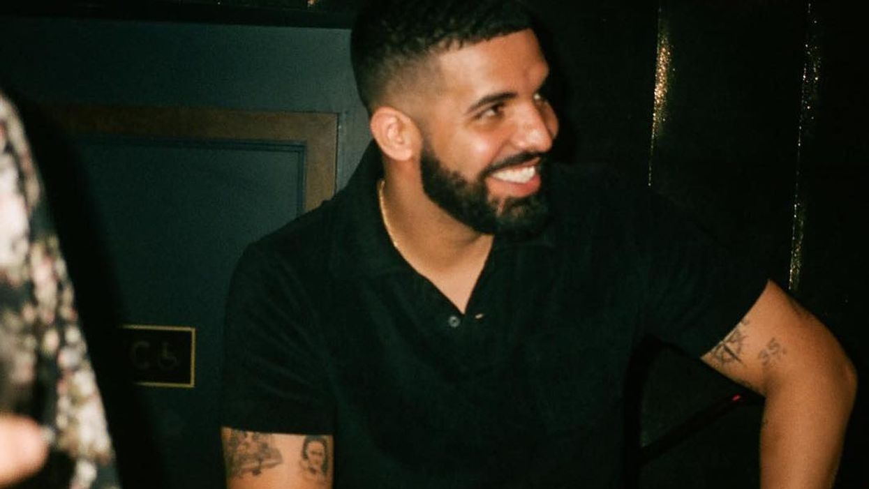 Drake Surprised Drunk Fans With Fast Food At A Club And It's Random But Amazing