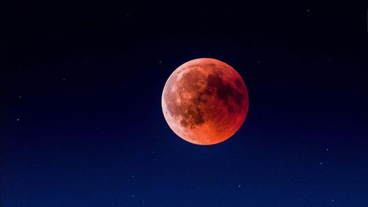 5 spots romantiques à Montréal où aller regarder l'éclipse lunaire de dimanche