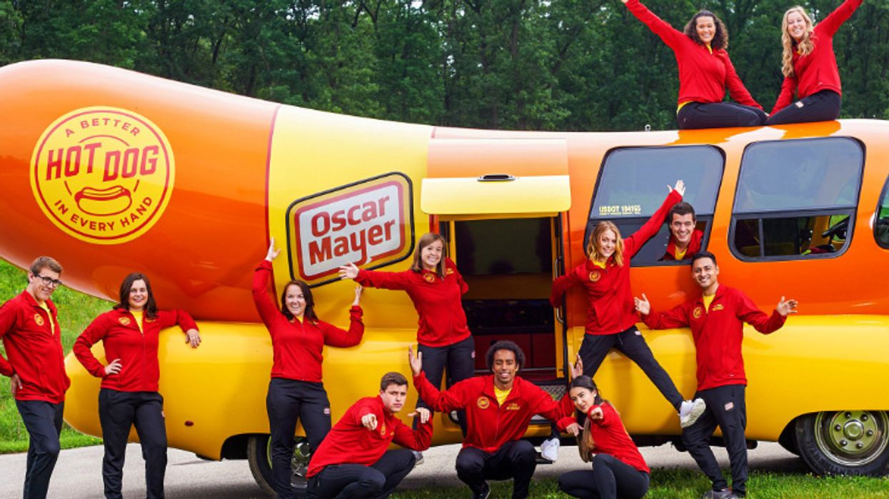 """Oscar Mayer Is Looking To Hire A New """"Wienermobile"""" Driver"""