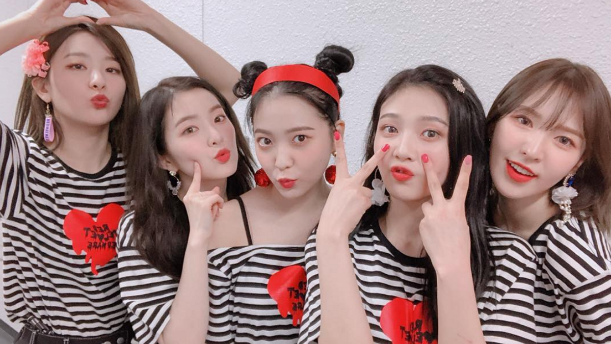 K-Pop Group Red Velvet Causes Chaos At Toronto's Pearson Airport (VIDEOS)